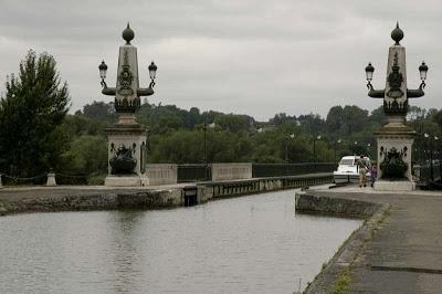Pont-canal de Briare is een aquaduct over de Loire