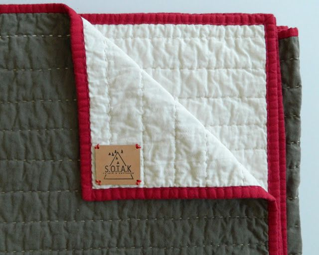 whole cloth quilt I've always greatly admired whole cloth quilts. I love their minimalist non fussy look, and I especially love that the stitching is what makes these quilts.  #handquilting #cloth #clothquilt