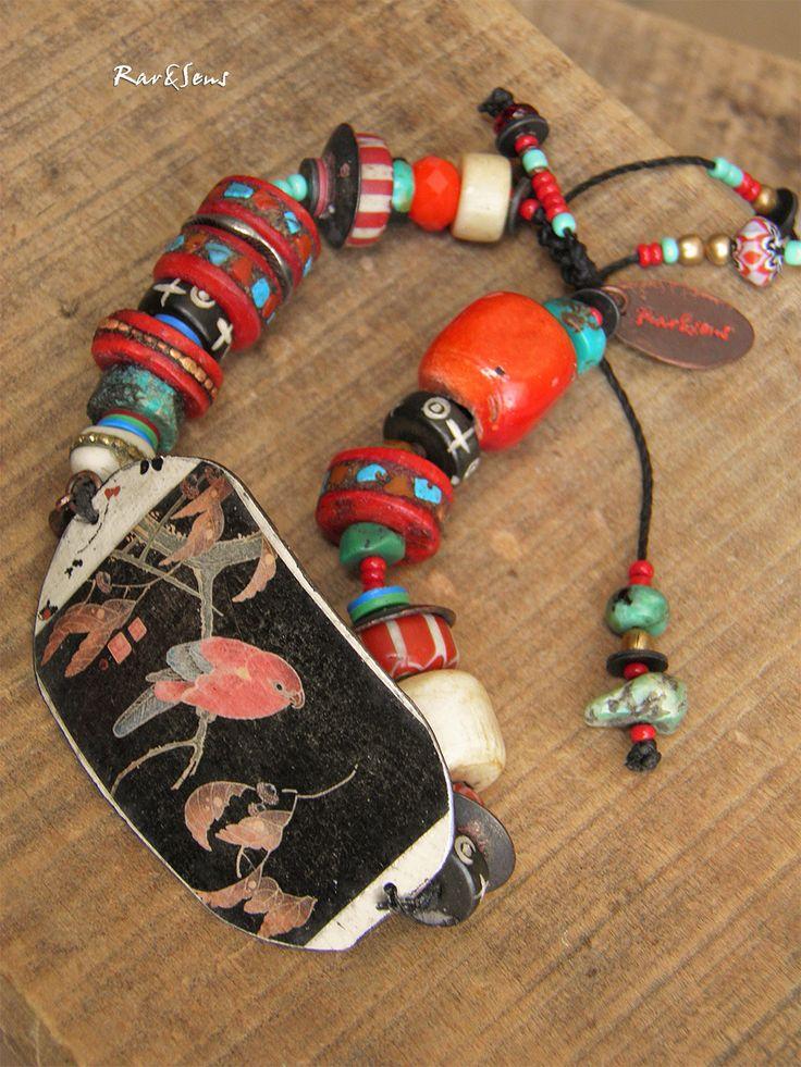 Bracelet bohème-bracelet vintage-assemblage ethnique-style asiatique-look rustique-bracelet oiseau-rouge corail,ivoire,turquoise,noir : Bracelet par rare-et-sens