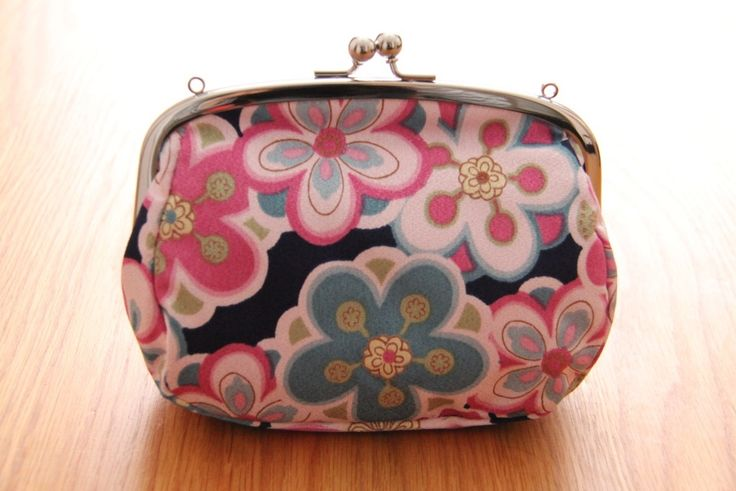 A bit of psychedelic! #flowers #colours #bags #japanese #modern #psychedlic