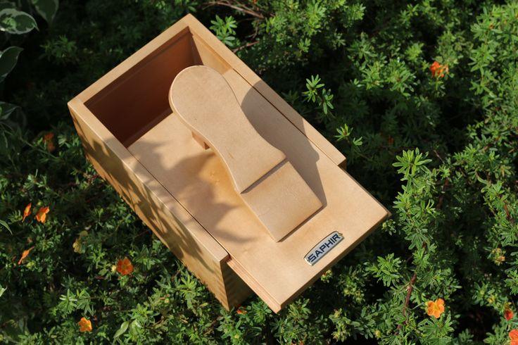 SAPHIR Shoe Care Box https://multirenowacja.pl/saphir-box-footrest-birch.html