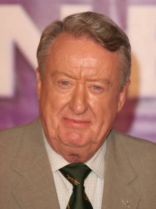 "Tom Poston appeared in ""Dancin' Homer"" as the Capital City Goofball"