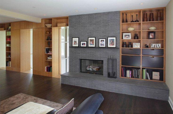 salon marron beige, mur gris avec étagères marron clair et cheminée incrustées et plancher assorti