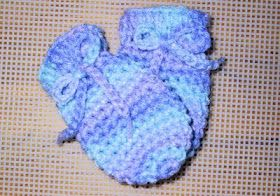 Crochet: Free Pattern. Worsted weight baby mitts, sizes 0-3, 3-6 by Suzies-yarnie-stuff.blogspot