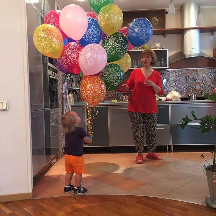 Счастливые клиенты заменяют нам солнышко в такой пасмурный день 😍 Riota.ru - воздушные шары, доставка шаров, оформление шарами, оформление шарами москва, оформление свадьбы, оформление дня рождения, декор, свадьба, день рождения, выписка из роддома, доставка шаров москва, романтический сюрприз, шары москва, шары с гелием, воздушные шарики, шары подпотолок, шарики москва, шарики с гелием