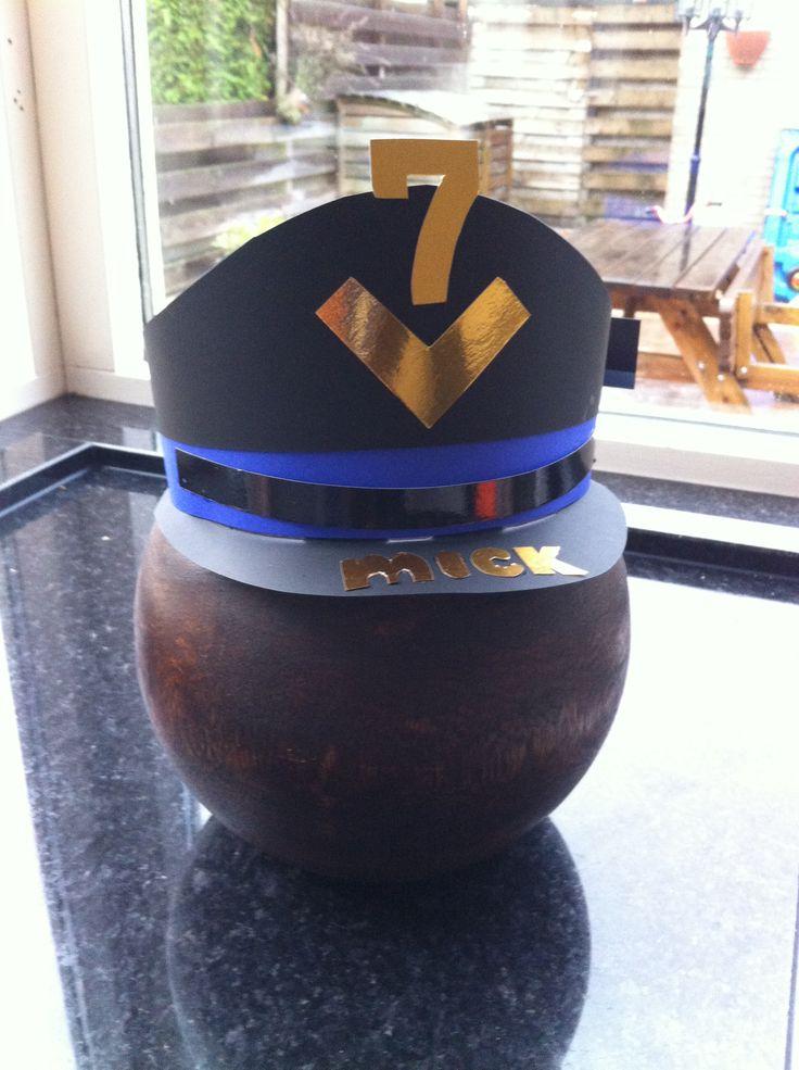 Deze pet past ons allemaal #verjaardagsmuts #politie
