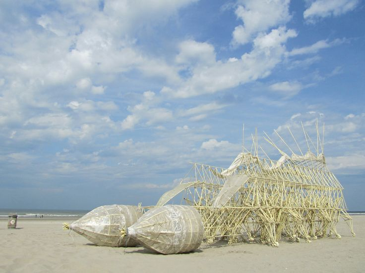 strandbeest on The Hague beach last year, 24-26 sept Theo Jansen is trying out a new herd...