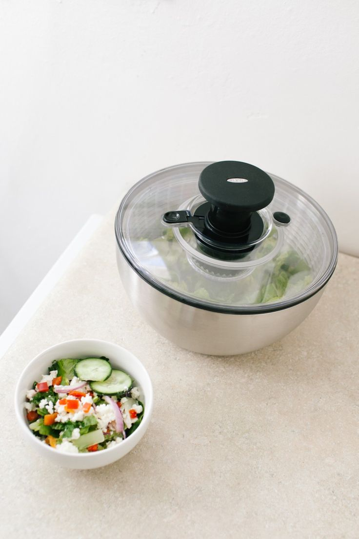 how to use oxo salad spinner