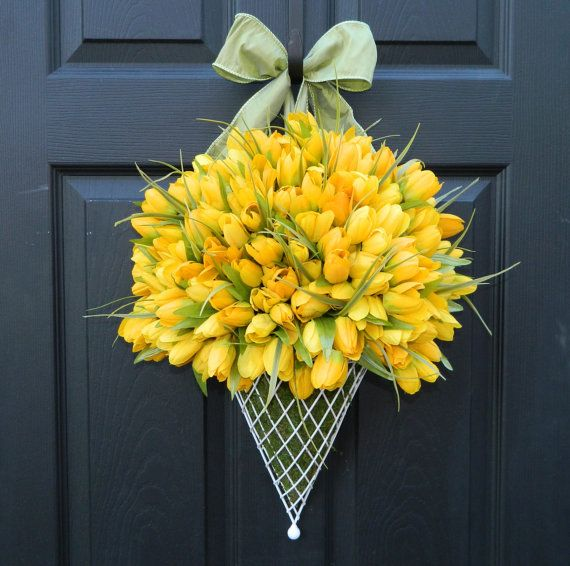Stunning Tulip 'Wreath' - a perfect welcome for any front door! Enter to win this Ever Blooming Original at Inspired by Charm! http://www.inspiredbycharm.com/2012/04/another-door-decor-giveaway-from-ever.html