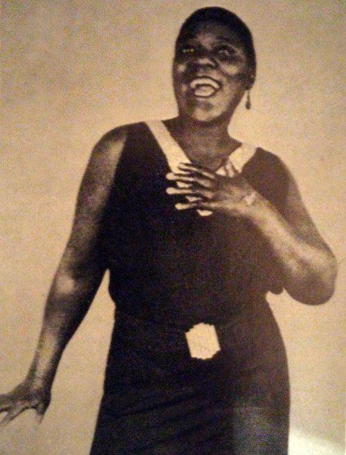 Historia del Jazz, una música rica en matices y sentimientos. Louis Armstrong, Cabaret, Mona Lisa, Piano Man, Orchestra, Composers, Feelings, Singers