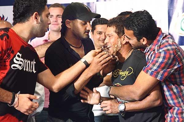 Sachin Tendulkar Celebrating his Birthday!     Sachin Tendulkar : Happy Birthday ~ BAREFOOT...!!!