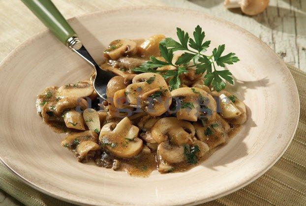 Τα σερβίρουμε ζεστά, σαν συνοδευτικό για κρέας ή πουλερικά, όπως επίσης και κρύα σαν πρωτότυπη σαλάτα.