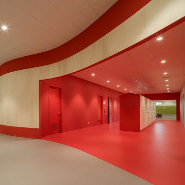 Nowoczesne podłogi w Zernike College pokryte są ekologiczną wykładziną PURLINE w trzech wersjach kolorystycznych.   Zobacz galerię zdjęć i opis referencyjny obiektu.  www.wineo-polska.pl/panele-podlogowe