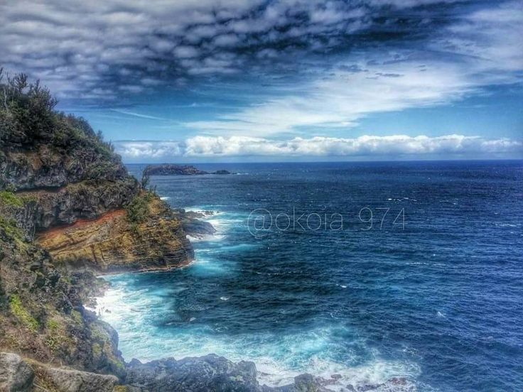 La petite île  Elle tire son nom de l'îlotdePetite Îlequi se trouve au large du littoral le seul dela RéunionLes autres rochers émergents de la Réunion n'ont pas de végétation terrestre et ne peuvent pas être qualifiés d'îlots.  #iledelareunion #reunionisland #team974 #974 #gotoreunion #madein974 #sea #sun #bluesky #horizon #all_shots #instadaily #hdr #summer #december #21122015 #paradise #all_shots #instashare #instago #love #islander #world #photogrid #tbseptember #lol #follow #like #share…