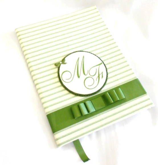 Caderno de mensagem para festas de casamentos ou aniversários. As iniciais dos noivos ou do aniversariante são bordadas na capa do caderno. Um mimo!!! R$ 78,75