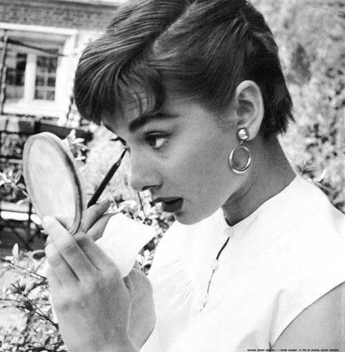 10  Audrey Hepburn Pixie Cuts | http://www.short-haircut.com/10-audrey-hepburn-pixie-cuts.html