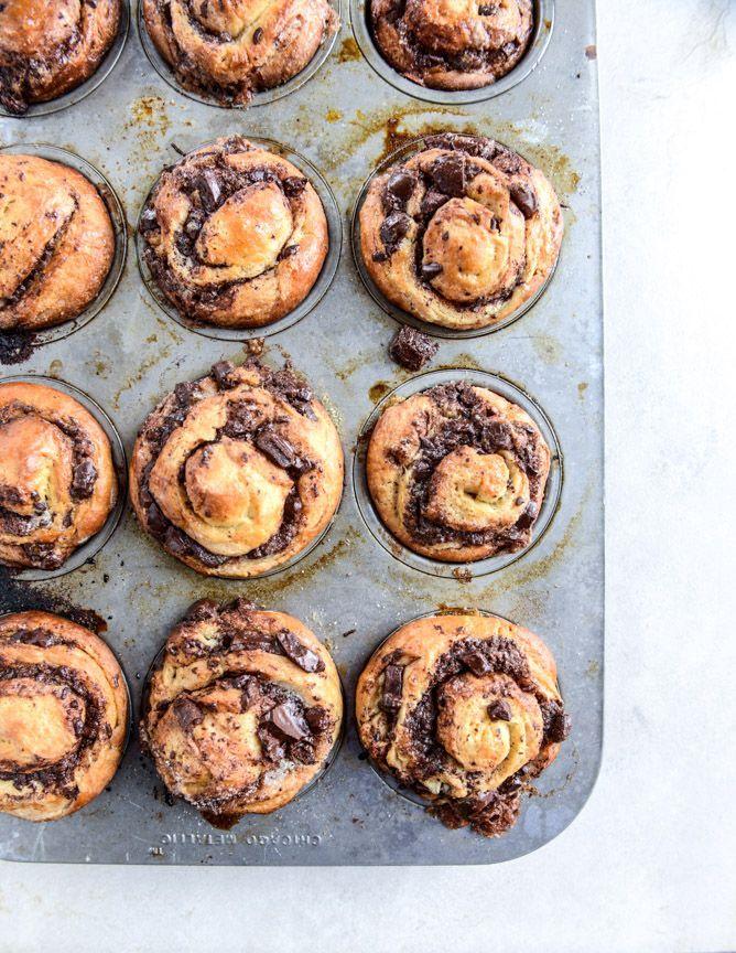 chocolate cinnamon babka muffins I howsweeteats.com