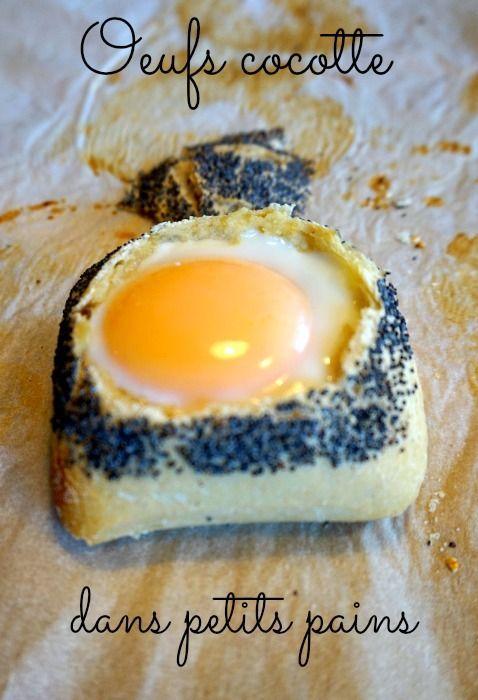 Oeuf cocotte dans des petits pains, avec du jambon et du fromage. Une recette d'entrée ou de plat avec une salade, ou pour un brunch. Ultra rapide!