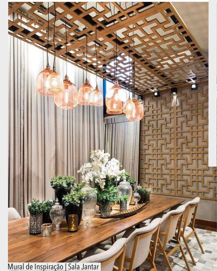 Encantada com a estrutura em Mdf vazada. Destaque também para a composição de vasos na mesa. Ad Pinterest/ arqdecoracao @arquiteturadecoracao @acstudio.arquitetura #arquiteturadecoracao #olioliteam #instagrambrasil #decor #arquitetura #adsalajantar