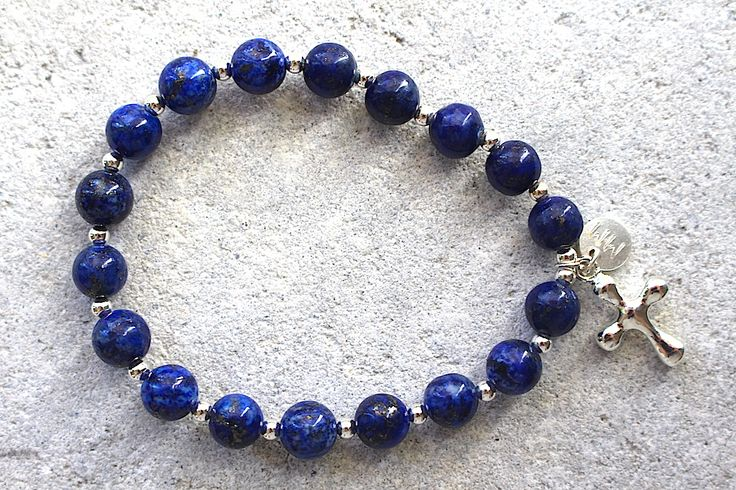 Mala bracelet in Lapis Lazuli. Helps you strengthen the connection to your inner sight and deepen your meditation. And the cross, just loved and respected by millions of people. 💚
