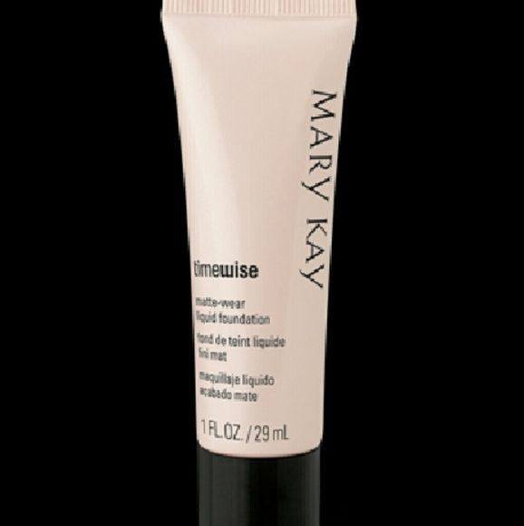 MK - TimeWise Matte Foundation Infused with vitamin E and a blend of peptides, the result is skin that instantly looks firmer, younger and healthier. It?s the perfect age-fighting foundation for combination to oily skin, visibly reducing the appearance of pores, fine lines, wrinkles and skin imperfections.  Provides all-day shine control and oil control without a heavy makeup look or feel.Gives skin a long-lasting, matte finish.Color stays true hour after hour. Transfer- and…