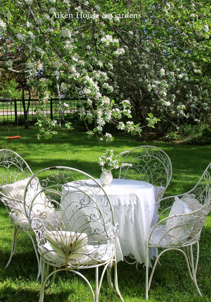 athletics nation aiken house gardens a white garden alfresco. Black Bedroom Furniture Sets. Home Design Ideas