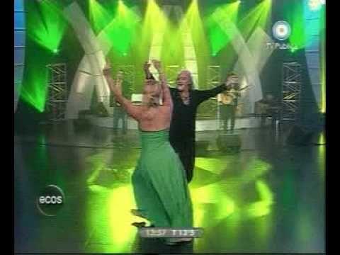 """Juan Saavedra """"el bailarín de los Montes"""", Peteco Carabajal y Divididos. Chacarera santiagueña. Argentina."""
