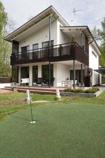 Takapihalla voi myös golfata. Lisää ideoita www.lammi-kivitalot.fi