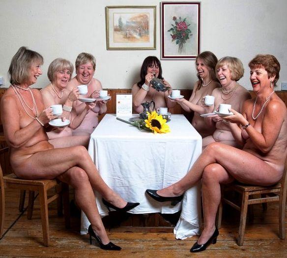 Calendario Mujeres Desnudas.Desnudas Chicas De La Tercera Edad Se Muestran En