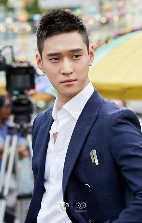 Kyung Pyo, single handedly made it painfully impossible for me to watch Jealousy Incarnate to the end. His second lead is just!!! I can't watch him lose. lol