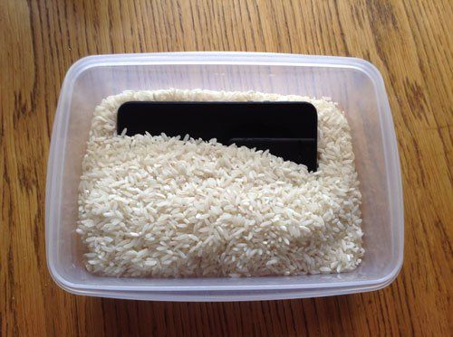 iPhone in rice to fix water damaged phone