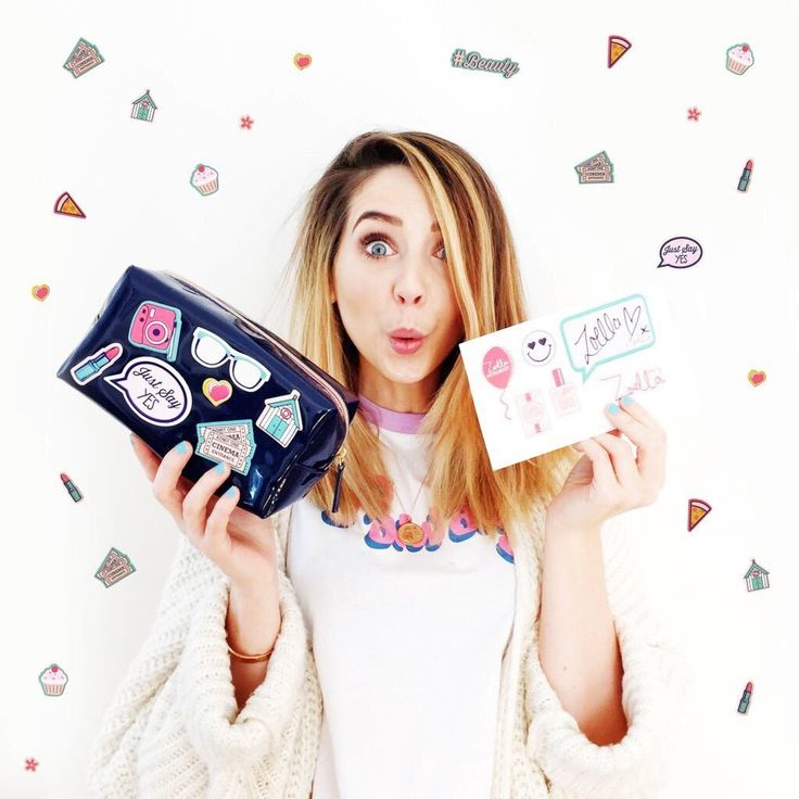 zoella w// her new makeup bags #zoella #zoesugg