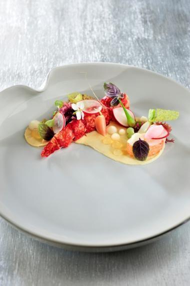 Noorse kreeft met gemarineerde radijzen, algen en algencrunch
