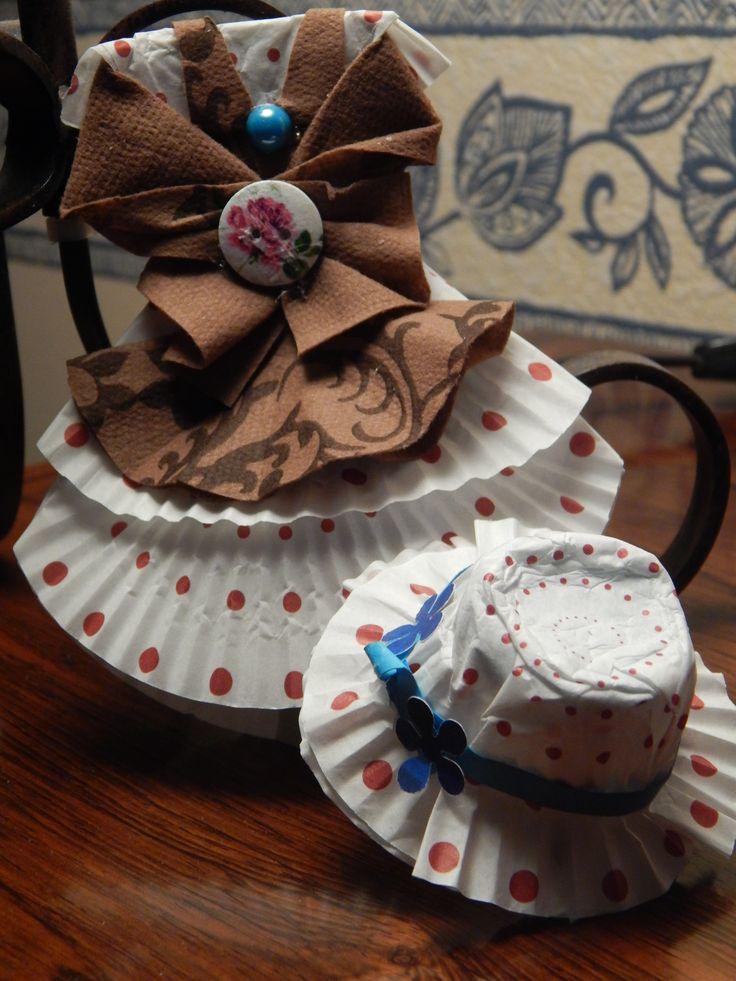 robe faite avec moule en papier pour muffin et le chapeau aussi !