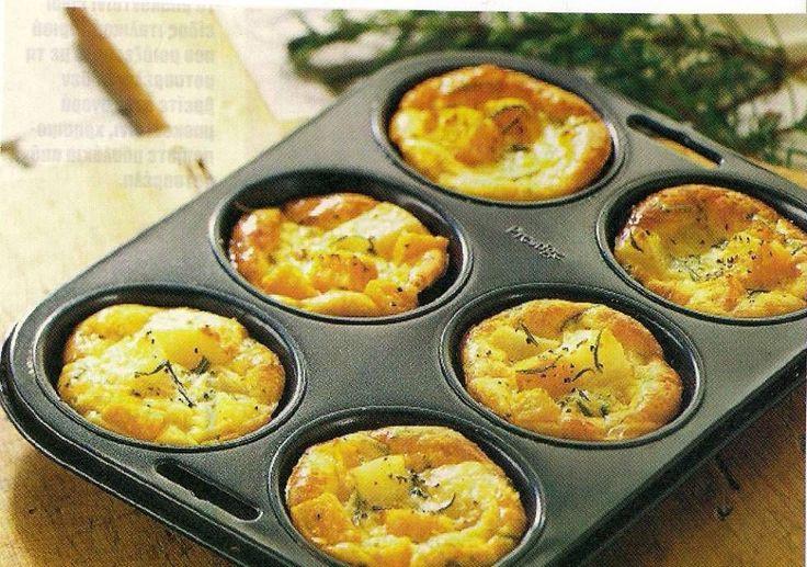 Mini aardappelgratins: snij geschilde aardappelen in dunne plakjes en verdeel over de ingevette muffinvorm. Giet er een mengsel van ei, kaas, room, peper & zout over, en plaats 30 min. in een voorverwarmde oven op 175°