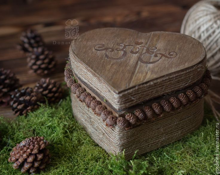 In love with this rustic style box for wedding rings!