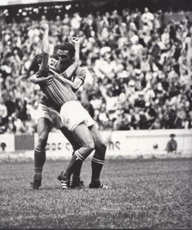 Gigi riva, l'abbraccio a Rivera dopo il gol del 4-3 alla Germania a Mexico 70