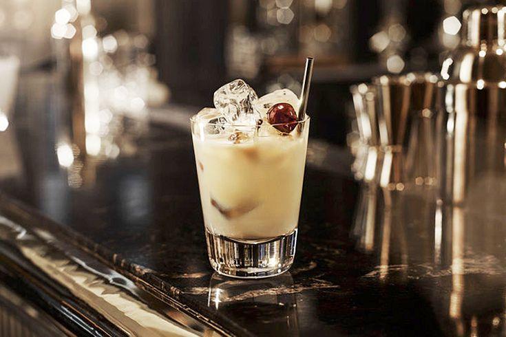 Рецепты коктейлей «Белый русский», «Кровавая Мэри», «Маргарита» и прочей классики