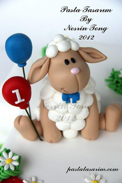 LITTLE TWIST SHEEPS 1ST BIRTHDAY oveja cordero primera comunion pastel topper sugarpaste ideas para guatemala
