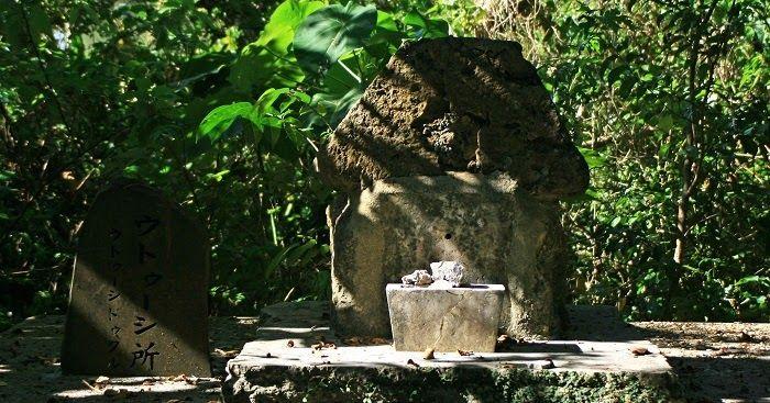 那覇市小禄の『森口公園』北側の丘の上にある森に囲まれた御嶽です。敷地内には拝所や古墓などが点在しており、クシヌウタキ、カニマンウタキとも呼ばれています。