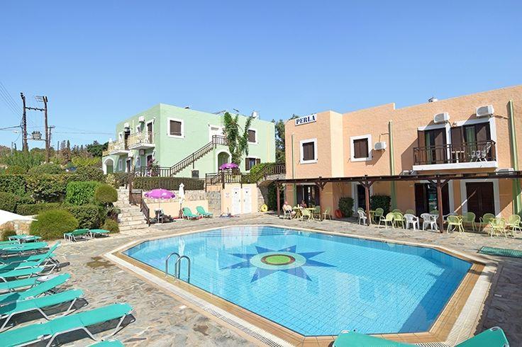 Description: Rustig gelegen kleinschalig appartement met zwembad in het leuke dorp Agia Pelagia aan de noordkust van Kreta. Studio's 2 en 3 kamer appartementen voor 2 t/m 6 personen kies wat bij je past Kleinschalig gezellig gemoedelijk en gastvrij dat is Perla Appartement Als ik het kleinschalige en vrolijk gekleurde Perla Appartementen in een paar woorden zou moeten omschrijven zou ik zeggen gezellig gemoedelijk en gastvrij. Perla Appartementen ligt vlak bij het strand en het dorpje Agia…
