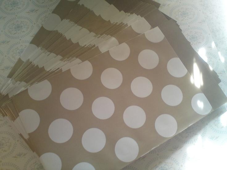 ber ideen zu papiert ten braun auf pinterest w scheklammern holz papiert ten und. Black Bedroom Furniture Sets. Home Design Ideas