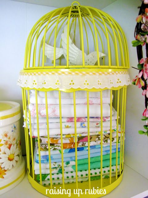 yellow spray paint + lace trim + a little birdie = cuteness ♥.. @Marilyn Wagner  did you get rid of that birdcage? pretty sure you did, but cute idea if you didnt.