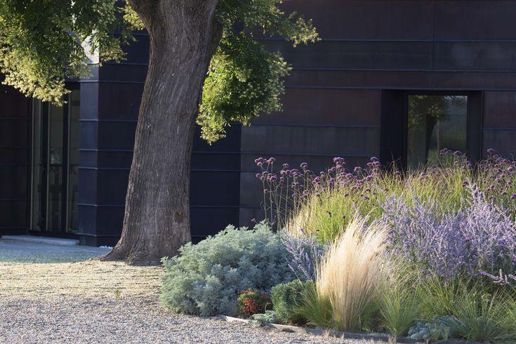 Een landelijke tuin voor luxe country-hotel in Italië.   TUINENSTRUINEN.COM
