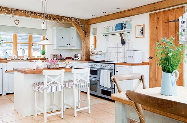 bright and welcoming country kitchen