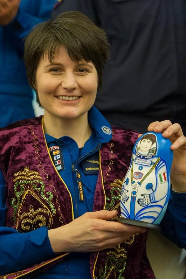 Samantha Cristoforetti: l'astronauta è incinta del suo primo bebè? - È stata la prima donna astronauta italiana a battere il record di 200 giorni di permanenza nello spazio: ora Samantha Cristoforetti è pronta a diventare mamma. - Read full story here: http://www.fashiontimes.it/2016/09/samantha-cristoforetti-astronauta-incinta-suo-primo-bebe/