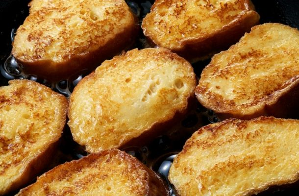A bundás kenyér sütőben sütve kiadós, finom, és egészségesebb, mint ha percekig olajban áztatnád.
