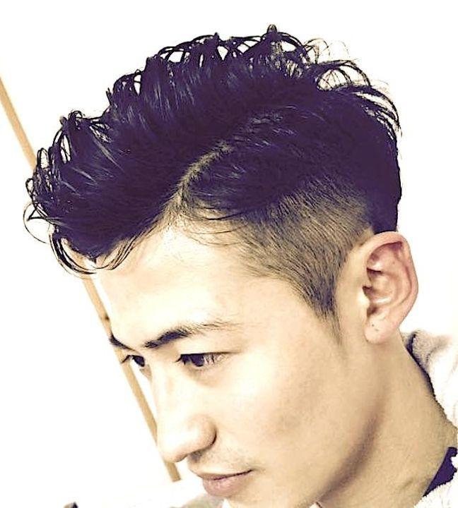 ツーブロック アイロンパーマによるメンズポンパドールヘアーです