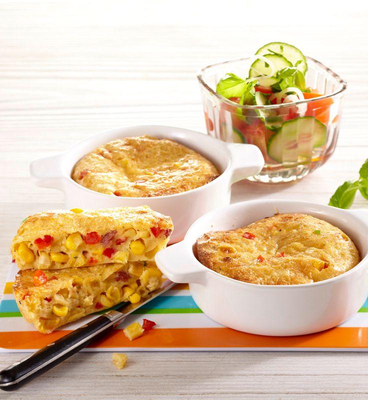 Maistortillas mit Tomaten-Gurkensalat #hochland #käse #rezept #recipe #tortillas #maistortillas #mais #corn #paprika #salat #salad #tomaten #tomatoes #gurke #cucumber #ofenaustrich #pizza