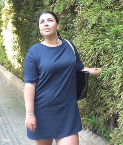 Moda tallas grandes: Vestido  ancho azul + Tenis. Plus size fashion: Dark blue dress + Tenis #sizerevolution #plussize #tallasgrandes